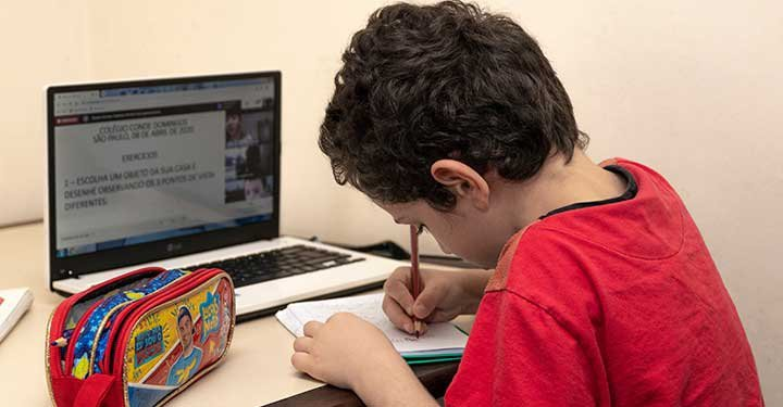 Taking online classes: What parents can do to help their children learn from home