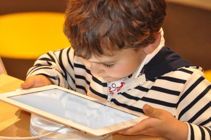 How Gadgets And Tech Toys Affect Toddlers