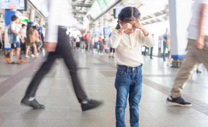 Safety rules for kids in crowded public places