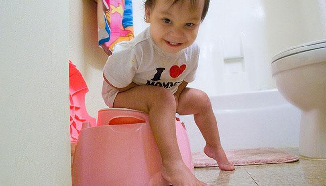 Tips to choose the right potty seat for your child to help him ace the potty training challenge