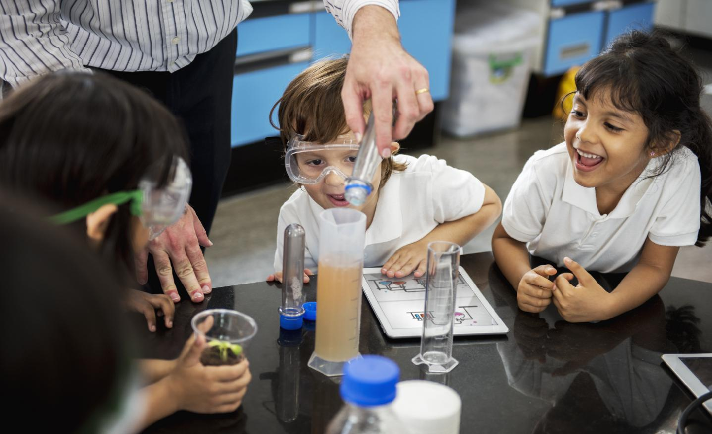 What Is Scientific Temper? Here's Why It Is Important For Children To Have A Scientific Bent of Mind